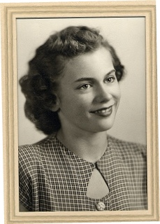 "This is an ""unknown girl gradute, 1947."" So, I've decided to call her Jennie."