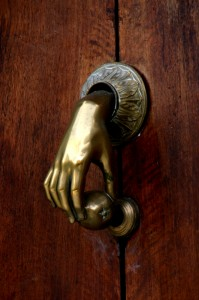 Is this a spectacular doorknob, or what??? But there is no Troll behind it!